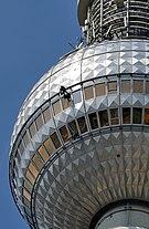 Berlin - Berliner Fernsehturm - Fensterreinigung.jpg