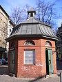 Berlin neukoelln outdoor-public-toilet 20050228 p1010193.jpg