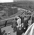 Bezoek van President Scharf aan Rotterdam Aan President Scharf wordt een fraai , Bestanddeelnr 912-4907.jpg