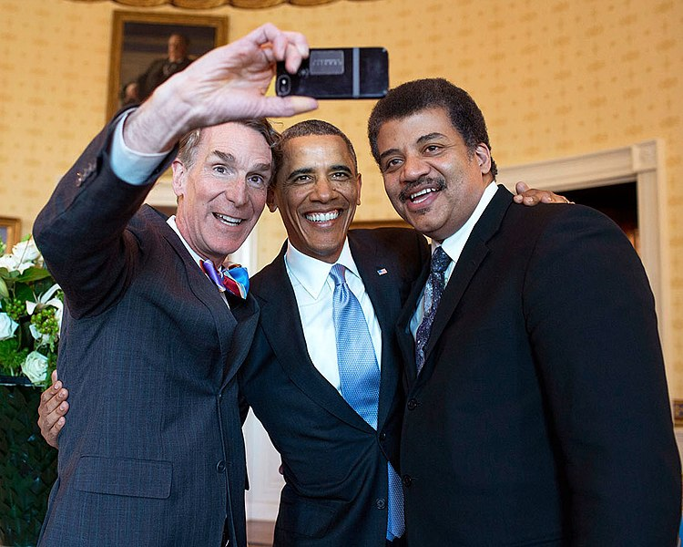 Archivo:Bill Nye, Barack Obama and Neil deGrasse Tyson selfie 2014.jpg