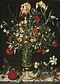 Bloemen in en rondom een hoge glazen vaas op een stenen plint London, Sotheby's 2014-12-03 - 2014-12-04.jpg