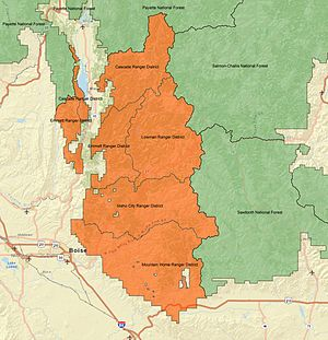 A map showing the borders and terrain of Boise National Forest, its ranger districts, and surrounding lands