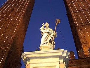 Petronius of Bologna - Image: Bologna statua di san petronio a natale