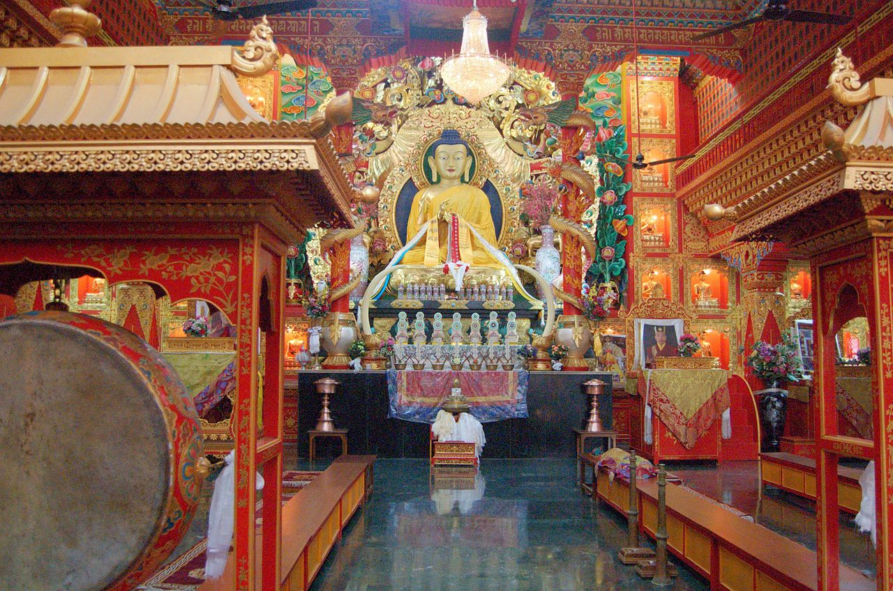 File:Buddha statue inside a Tibetan Buddhist temple ...