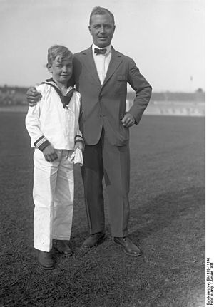 Gunther Plüschow -  Plüschow with his son, shortly before his fatal crash