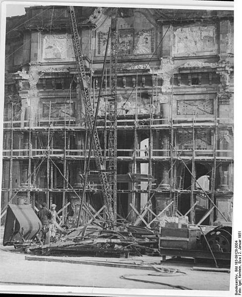 File:Bundesarchiv Bild 183-09128-0004, Berlin, Stadtschloss, Abriss.jpg