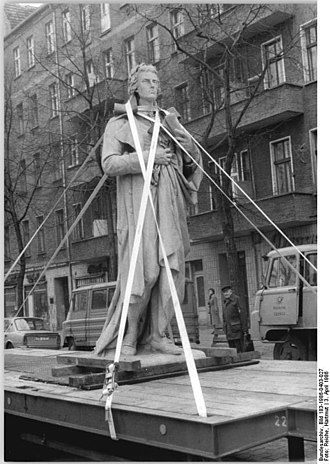 Schiller Monument (Berlin) - The statue being returned to its original location in 1986