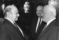 Bundesarchiv Bild 183-1987-1122-014, München, Besuch Werner Felfe, Ignaz Kiechle.jpg