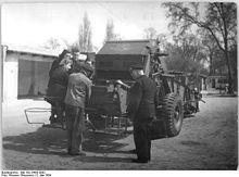 Bundesarchiv Bild 183-24435-0002, Einweisung in einen Kartoffelvollernter.jpg