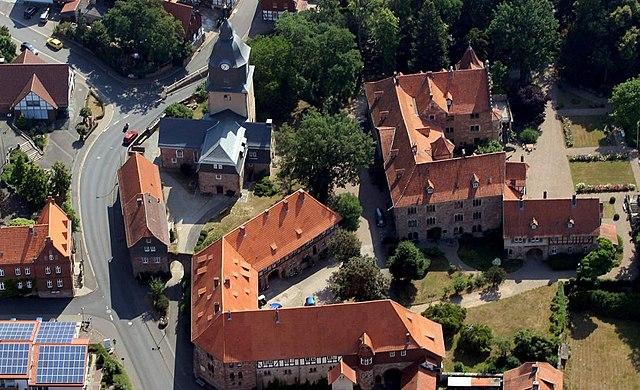 Datei Burgkirche Mit Schloss Augustenau Herleshausen Jpg Wikipedia