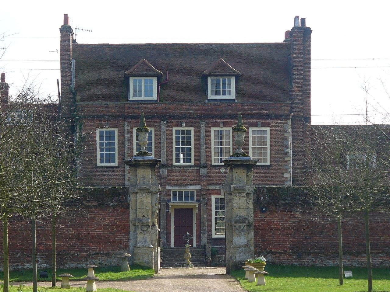 File Byfleet Manor House Jpg Wikimedia Commons
