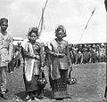 COLLECTIE TROPENMUSEUM Minangkabau vrouwen in adatkleding TMnr 10026884.jpg