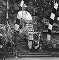 COLLECTIE TROPENMUSEUM Scene uit een Barong- en Krisdans in het voorhof van de dorpstempel TMnr 20000297.jpg