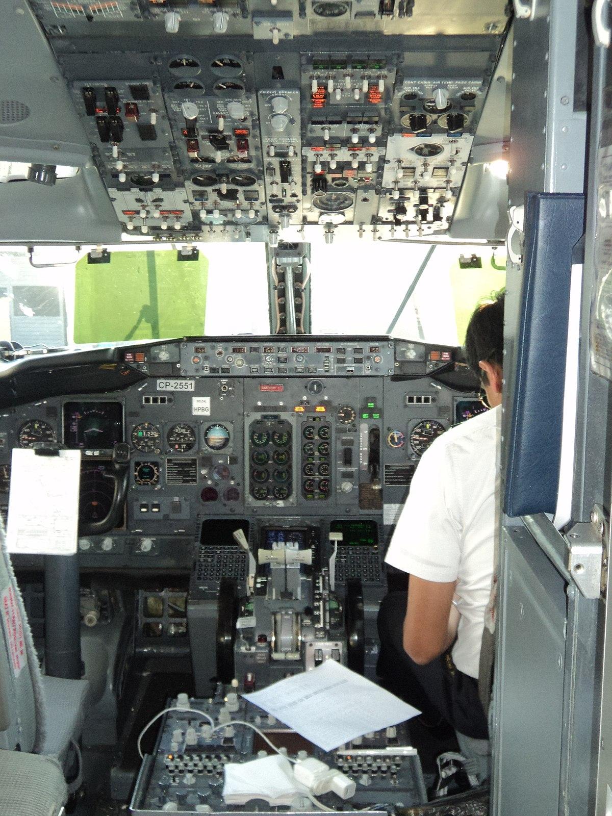 File Cabina De Un Boeing 737-300 Jpg