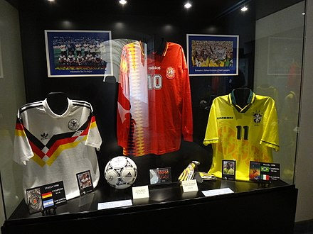 Romario's No.11 Brazil shirt (right) from the 1994 FIFA World Cup Camisetas MIN-DSC08052.JPG