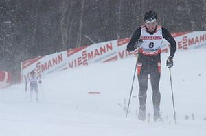 Esquiador Venezolano Cesar Baena compite y ent...