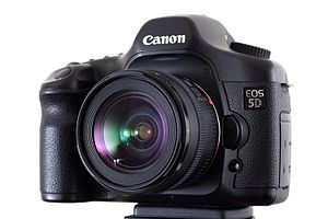 English: Canon EOS 5D digital SLR camera with ...
