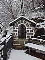 Cantilaga, capitello di San Giovanni Nepomuceno sotto la neve.jpg