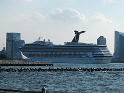 Carnival Triumph auf dem Hudson River in New York