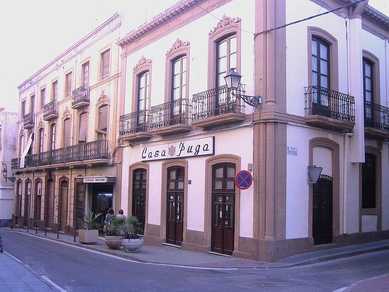 https://upload.wikimedia.org/wikipedia/commons/thumb/9/96/CasaPugaAlmería100.jpg/800px-CasaPugaAlmería100.jpg