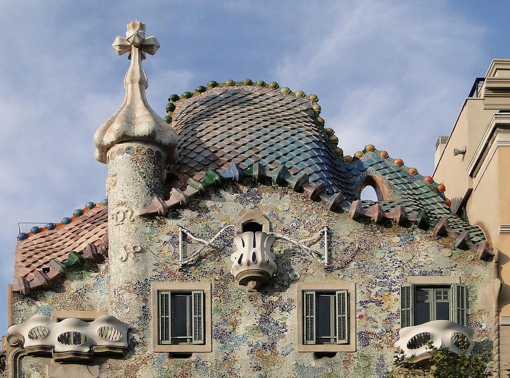 Toit de la Casa Batlo toujours dans le quartier d'Eixample par toujours l'architecte Gaudi à Barcelone - Photo de Bernard Gagnon.