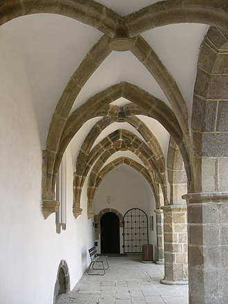 Czech Gothic architecture - Arcades of the Royal Castle in Písek form the second half of the 13th century.