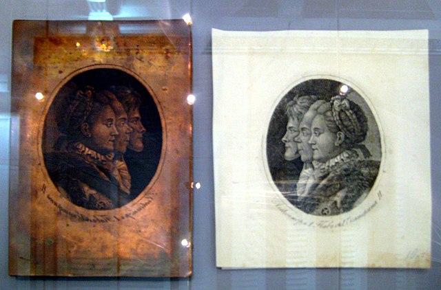 Екатерина II с сыном и старшим внуком. Гравюра и медная доска в зеркальном отражении для её печати
