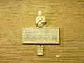 Certaldo Alto-chiesa ss jacopo e filippo-busto Boccaccio.jpg