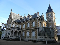 Château Grammont Pont-de-Chéruy.JPG
