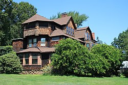 Charles E. Beach House in West Hartford side view, August 22, 2008.jpg