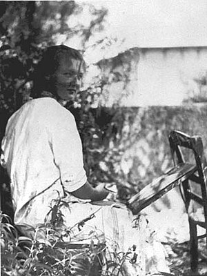 Charlotte Salomon - Charlotte Salomon painting in the garden of the Villa L'Ermitage, Villefranche-sur-Mer, about 1939