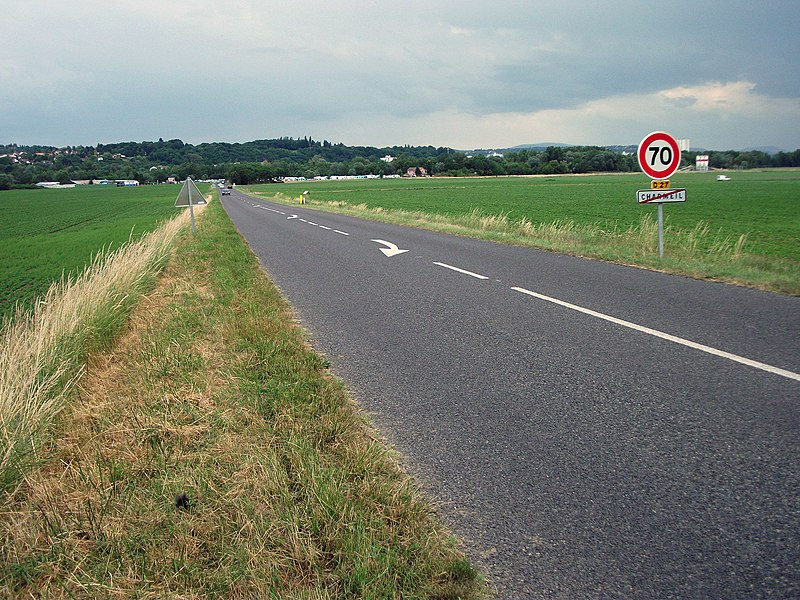By threatening weather, the departmental road 27 at exit of Charmeil towards Cusset. Maximal speed is 70km/h or 43.5mph.