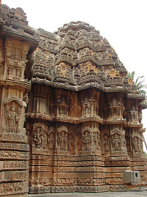 Chennakeshava Temple, Aralaguppe - Image: Chennakeshava Temple at Aralaguppe(stellate shrine wall)