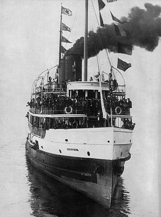 Albion (steamboat) - Chippewa circa 1910. Chippewa struck Albion full amidships at just about this angle.