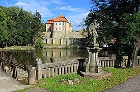 Chvalkovice castle 2011 2.jpg