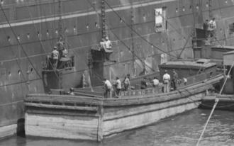 Coal trimmer - Coal trimmers bunkering the ocean liner Rotterdam in the port of Hoboken NJ c. 1908
