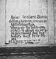 Collectie NMvWereldculturen, TM-60037544, Foto- Een opschrift aan de fabrieksmuur, 1939.jpg