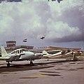 Collectie Nationaal Museum van Wereldculturen TM-20017538 Vliegtuigen op het Prinses Juliana Airport Sint Maarten Boy Lawson (Fotograaf).jpg