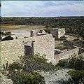 Collectie Nationaal Museum van Wereldculturen TM-20029582 Ruine van de Balashi goudsmelterij vlakbij het Spaans Lagoen en de Franse Pas Aruba Boy Lawson (Fotograaf).jpg