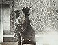 Collectie Nationaal Museum van Wereldculturen TM-60062027 Twee vrouwen op straat in Fort de France Martinique fotograaf niet bekend.jpg