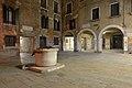 Corte seconda del Milion vera da pozzo porticato del teatro Venezia notte.jpg