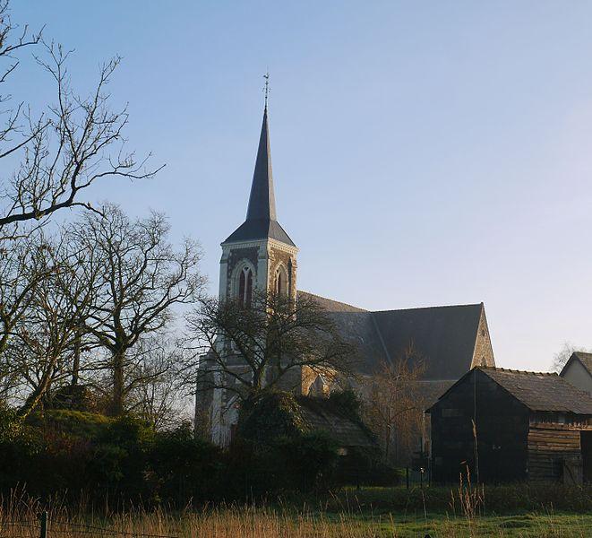 L'église Saint-Sulpice vue de la mairie.