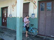 Cubain avec un vélo.JPG