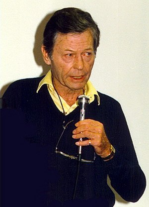 DeForest Kelley - Kelley at a 1988 Star Trek convention
