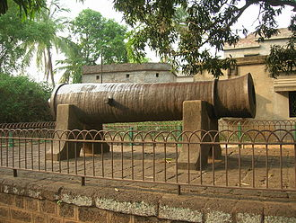 Bankura district - Dalmadal cannon at Bishnupur, commissioned by the Malla kings