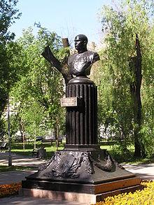 Памятник с семейный Донецк Эконом памятник с резным крестиком в углу Борисоглебск
