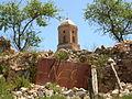 E22 Abecedari de la Llibertat (Ñ i Ç), amb el campanar de Sant Pere al fons.jpg