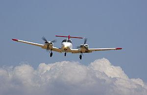 Piper PA-44 Seminole - PA-44 landing