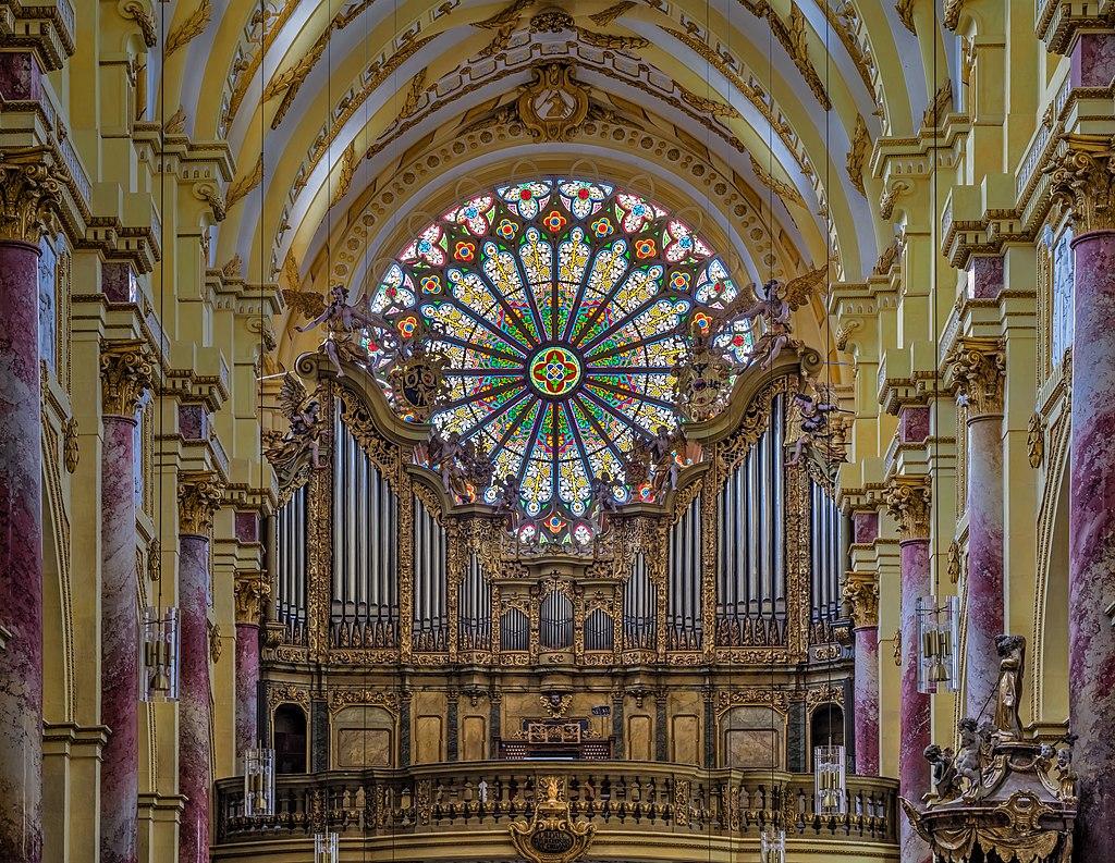 Ebrach Kirche rose window Orgel P4252411efs.jpg
