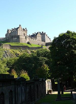 English: Edinburgh Castle as seen from St Cuth...